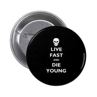 Rápidos vivos y mueren los jóvenes pin redondo 5 cm