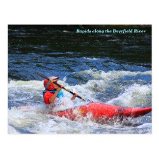 Rapids del río de Deerfield del Kayaker de Whitewa Tarjeta Postal