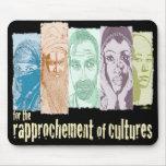 Rapprochement of cultures. tapete de ratones