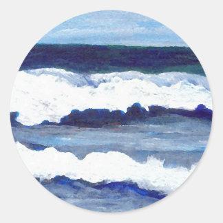 Rapsodia en arte azul de las olas oceánicas de etiqueta redonda