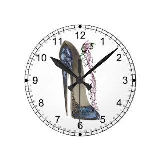 Rapsodia en arte azul del zapato del estilete reloj redondo mediano