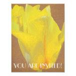 Rapsodia floral en amarillo invitación 10,8 x 13,9 cm