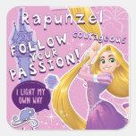 Rapunzel - siga su pasión calcomanía cuadradase