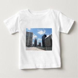 Rascacielos céntricos de Louisville Playera De Bebé