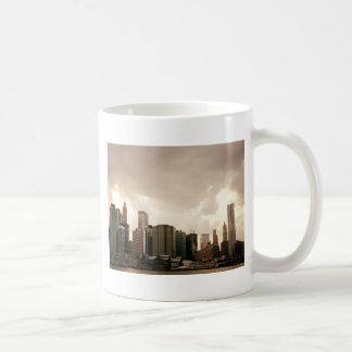 Rascacielos de New York City con las nubes Taza De Café