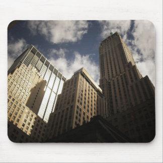 Rascacielos de New York City contra las nubes Alfombrilla De Raton