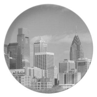 Rascacielos de Philly blancos y negros Plato