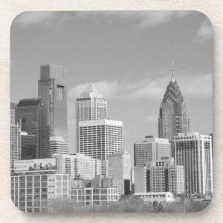 Rascacielos de Philly blancos y negros Posavasos De Bebidas