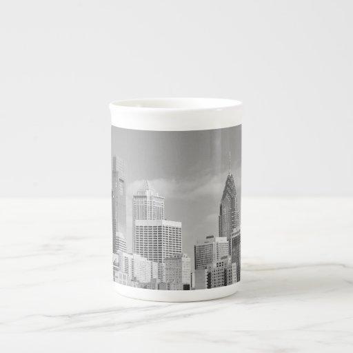 Rascacielos de Philly blancos y negros Taza De Porcelana