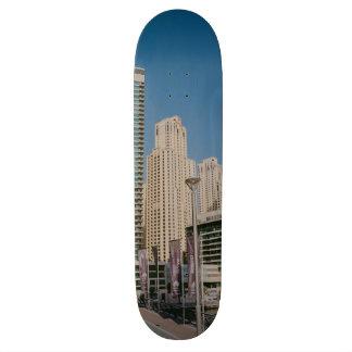 Rascacielos del puerto deportivo de Dubai Skate Board