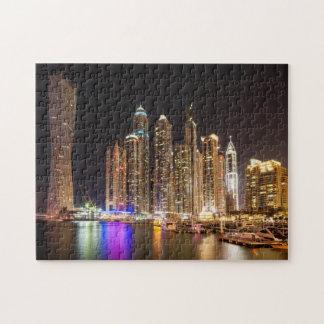 Rascacielos en el puerto deportivo de Dubai en la Puzzle