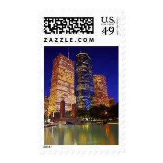 Rascacielos en Houston céntrica reflejada adentro Envio