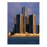 Rascacielos por el agua en Detroit 3 Postales