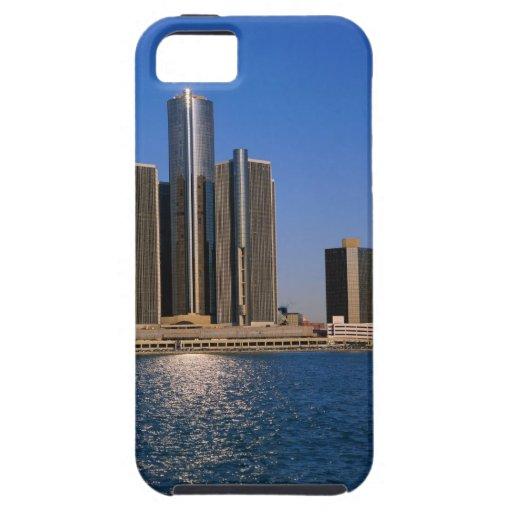 Rascacielos por el agua en Detroit iPhone 5 Carcasa