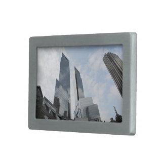 Rascacielos vidrioso hebilla cinturon rectangular