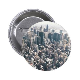 Rascacielos y tejados de New York City Pin Redondo De 2 Pulgadas