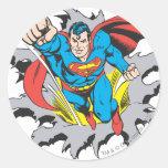 Rasgones del superhombre a través pegatina redonda