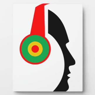 Rasta coloreó la silueta de los auriculares placa para mostrar