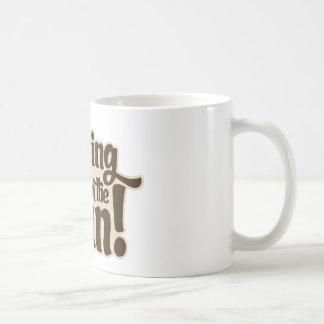 Rastrillo en la diversión taza clásica