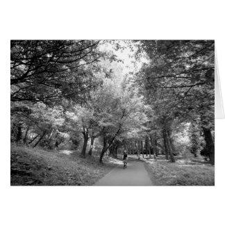 Rastro de la bicicleta - blanco y negro tarjeta de felicitación