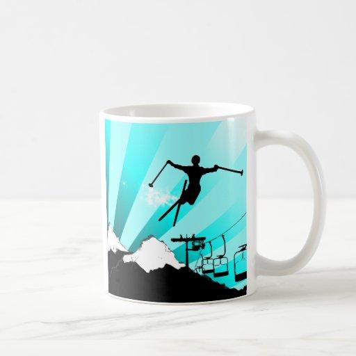 rastro del polvo del esquí taza de café
