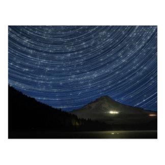 Rastros de la estrella sobre la capilla del soport tarjetas postales