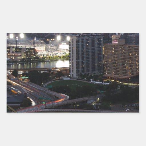 Rastros de la luz de Pittsburgh Rectangular Pegatina