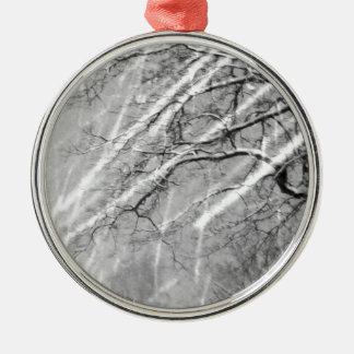 rastros de la nieve adorno navideño redondo de metal