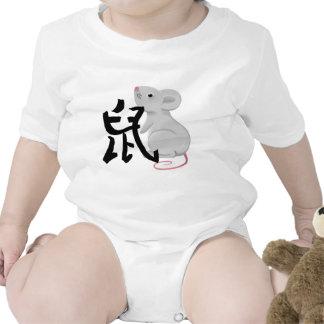 rata con el carácter traje de bebé