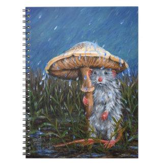 Rata en lluvia debajo del cuaderno de la seta