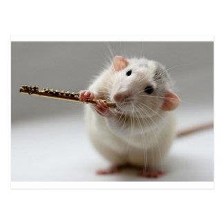 Rata linda que toca la flauta postal