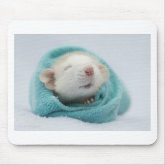 Rata soñolienta alfombrillas de ratón