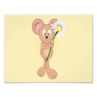 Ratón adorable del dibujo animado que sostiene la  impresión fotográfica