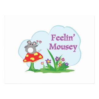 ratón adorable mousey de sensación en jardín tarjeta postal