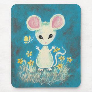 Ratón blanco con las flores y la mariposa alfombrillas de raton