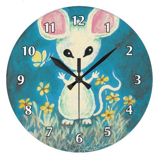 Ratón blanco con las flores y la mariposa reloj redondo grande