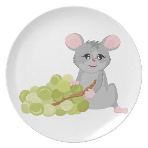 Ratón con la uva platos de comidas