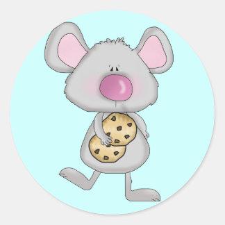 Ratón con las camisetas y los regalos de las pegatina redonda