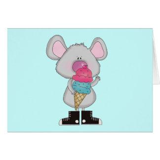 Ratón con las camisetas y los regalos del helado felicitaciones