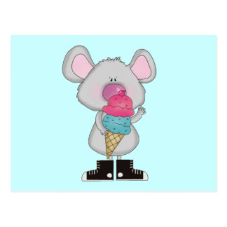 Ratón con las camisetas y los regalos del helado postal