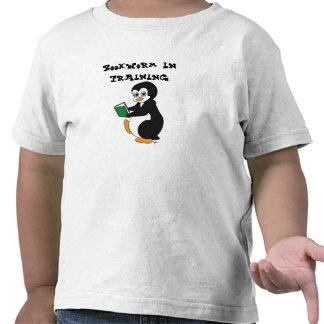 Ratón de biblioteca en camiseta del entrenamiento