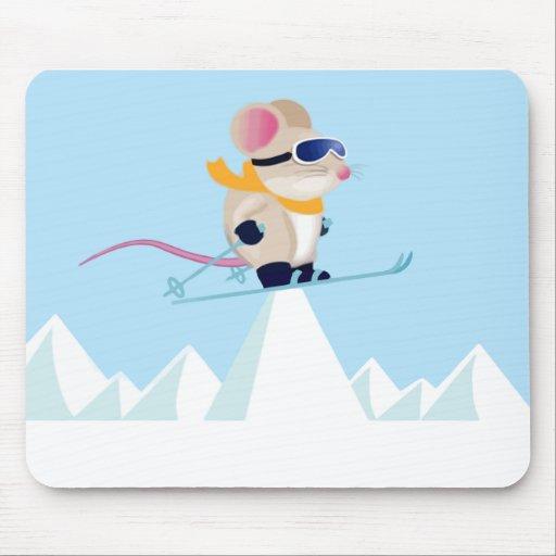 Ratón de la patrulla del esquí en las montañas tapete de ratón