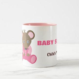 Ratón del bebé de la hermana del bebé en durmiente taza de café de dos colores