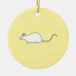 Ratón del blanco del mascota. Fondo amarillo del Ornamentos Para Reyes Magos