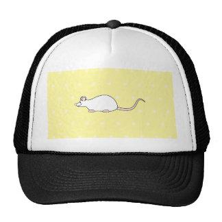 Ratón del blanco del mascota. Fondo amarillo del l Gorro De Camionero