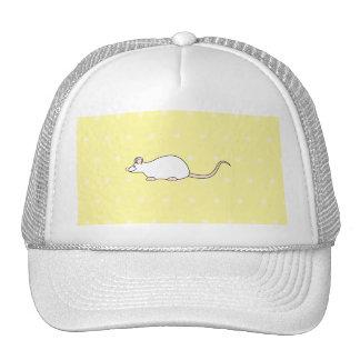 Ratón del blanco del mascota. Fondo amarillo del l Gorras De Camionero