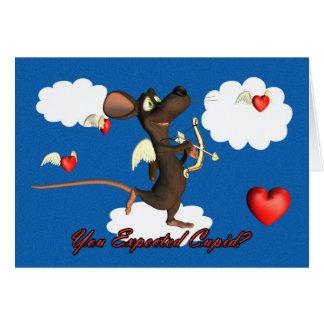 Ratón del Cupid con los corazones del vuelo Felicitación