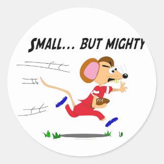 Ratón del dibujo animado del fútbol pequeño pero pegatinas redondas