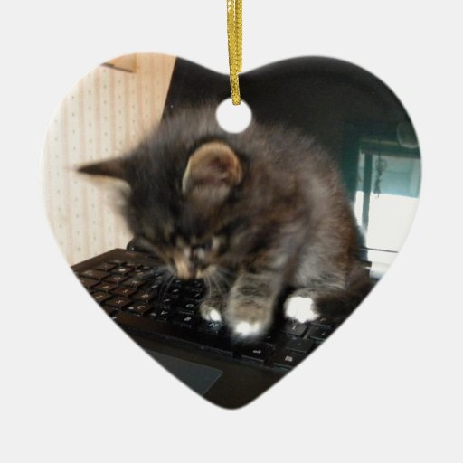 Ratón del gatito adorno de cerámica en forma de corazón