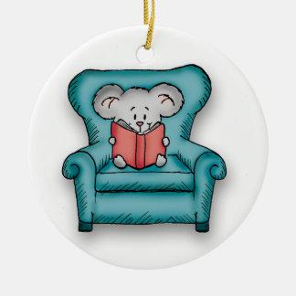 Ratón del libro - regalo para alguien que ama leer adorno navideño redondo de cerámica